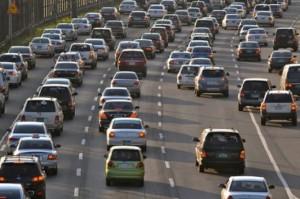 Autostrade-traffico-intenso-è-un-primo-week-end-da-bollino-rosso