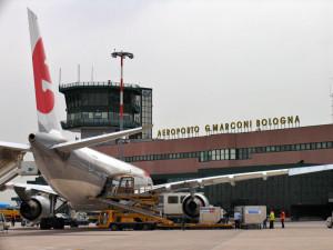 Bambino-di-11-anni-si-sente-male-su-aereo-muore-a-Bologna-dopo-atterraggio