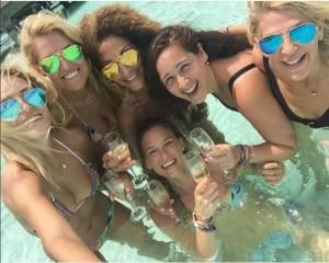 Bar-Refaeli-sposa-a-breve-addio-al-nubilato-alle-Maldive-con-amiche