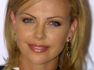 Charlize-Theron-la-ragazza-del-Martini-compie-40-anni