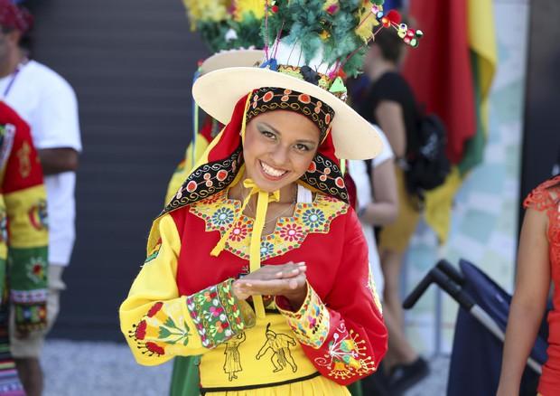 Expo Stand Bolivia : Expo bolivia national day festa con quinoa e foglie