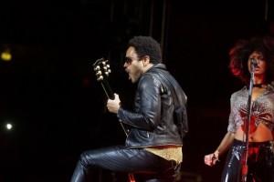 Lenny-Kravitz-nudo-incidente-sexy-a-concerto-di-Stoccolma