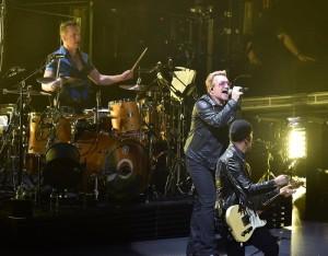 Gli-U2-e-Bono-Vox-emozioni-e-spettacolo-a-Torino
