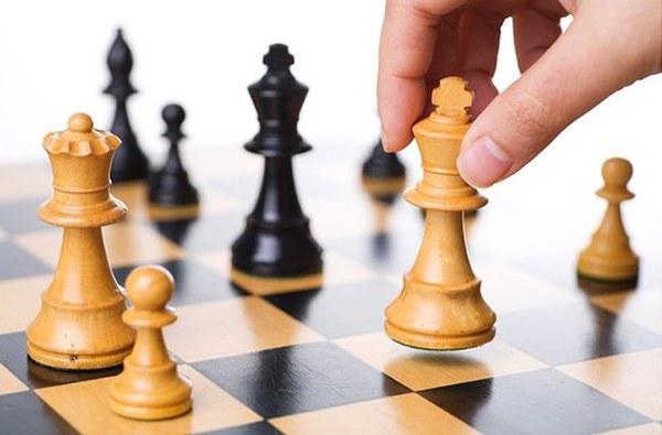 Torneo-di-scacchi-batte-tutti-ma-è-espulso-perchè-bara