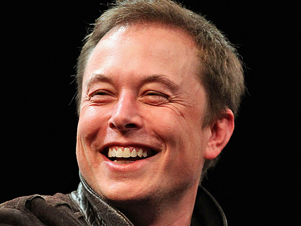 Elon Musk prende in giro Apple, assume licenziati di Tesla
