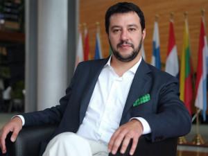 Salvini-contro-Berlusconi-l-8-novembre-se-non-viene-a-Bologna-sbaglia
