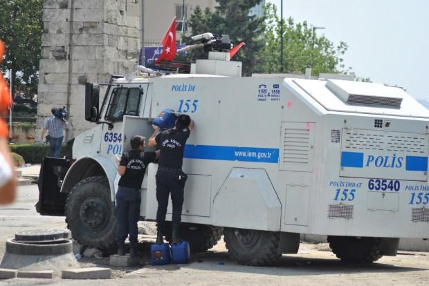 Turchia-l-ex-ragazza-si-sposa-lui-le-regala-una-bomba