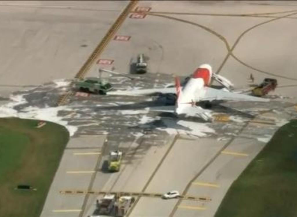 Usa-aereo-prende-fuoco-in-pista-paura-tra-i-passeggeri-14-feriti