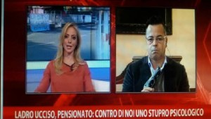 Buonanno-sindaco-leghista-mostra-pistola-in-diretta-tv-video