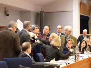 Campania-in-regione-bagarre-in-aula-i-M5S-protestano-contro-De-Luca