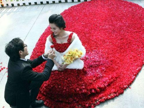 Cina-testimoni-lanciano-in-aria-la-sposa-lei-cade-e-ora-è-in-coma-video