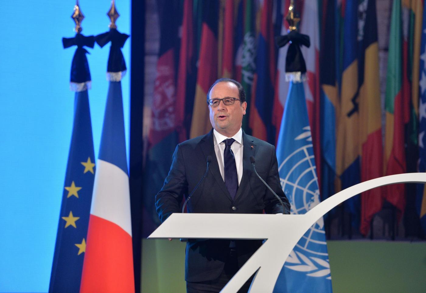 Hollande il blitz a Saint Denis è la conferma che siamo in guerra contro i terroristi