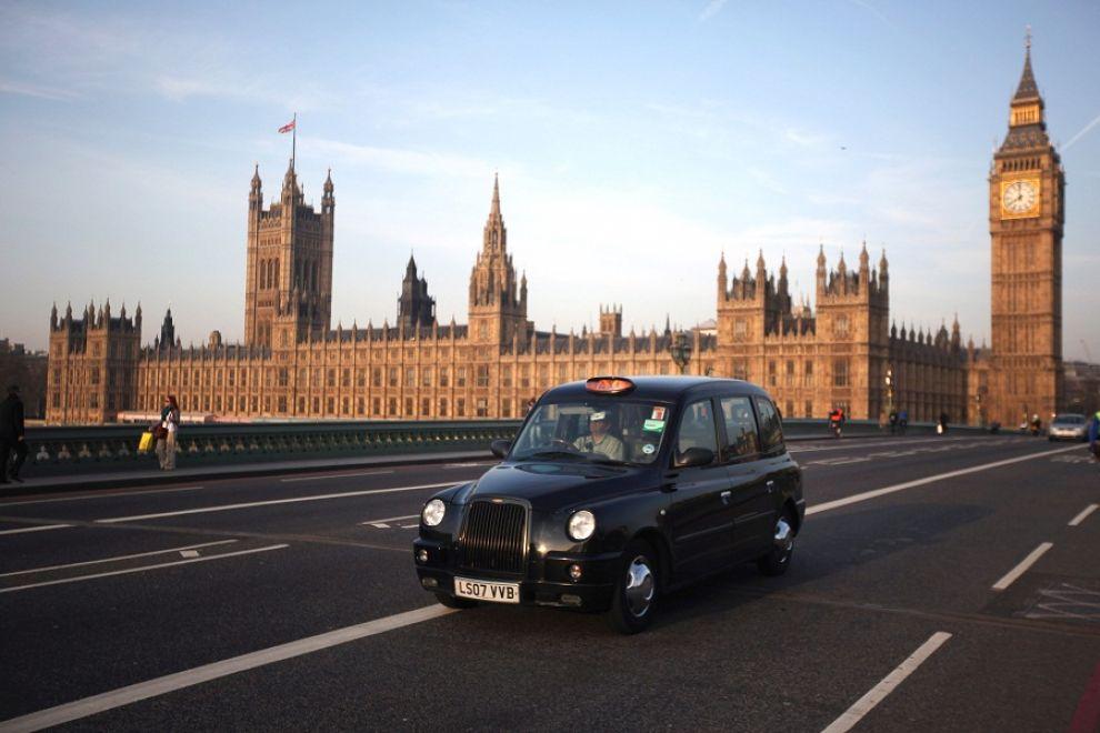 Londra, evacuato il centro arrestati dalla polizia tre terroristi
