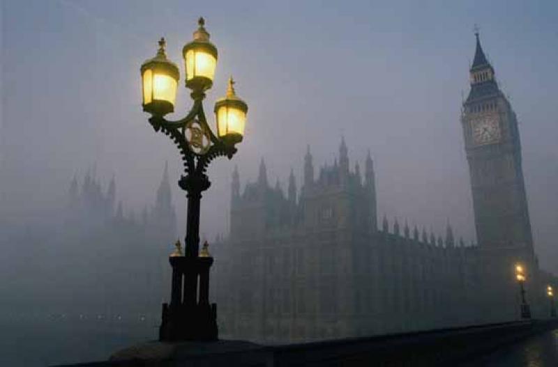 Nebbia misteriosa a Londra, voli cancellati in Nord Europa