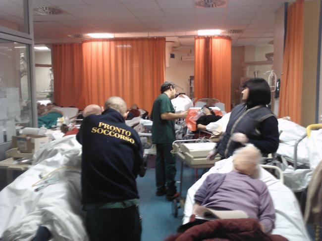 Pronto-soccorso-allarme-dei-medici-pazienti-in-media-in-barella-oltre-24-ore