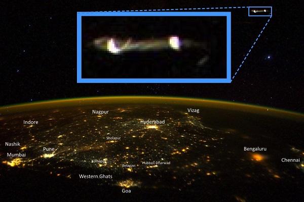 Spazio-gli-ufologi-vedono-in-una-foto-scattata-da-astronauta-Iss-un-Ufo