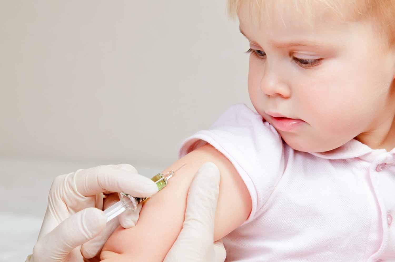 Vaccini-una-donna-mostra-in-un-video-il-suo-bimbo-colpito-dalla-pertosse