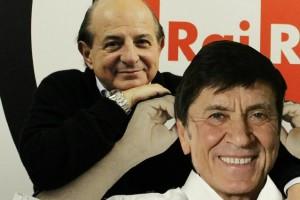 Giancarlo-Magalli-si-fa-un-selfie-con-un-cartonato-di-Gianni-Morandi