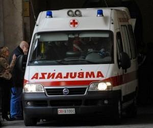 Tragedia a Portici, operaio cade dal tetto dell'autoparco comunale e muore