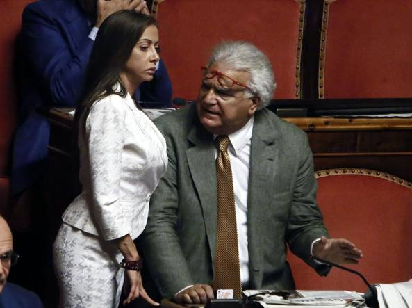 Forza-Italia-chiude-sede-storica-a-Roma-mail-ai-parlamentari-fate-i-scatoloni