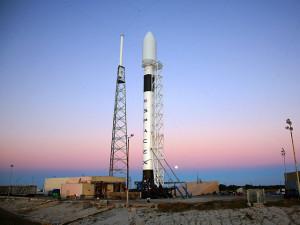 Falcon-9-missione-compiuta-per-la-prima-volta-un-razzo-è-rientrato-sulla-Terra