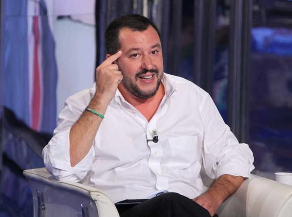 Banche, Salvini contro Renzi infame il suicidio del pensionato è colpa sua