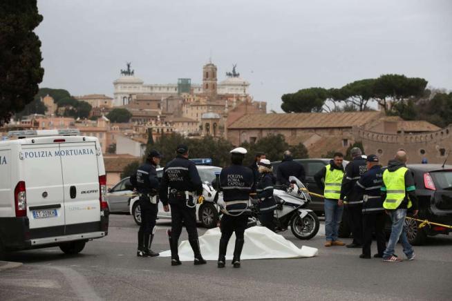 Roma, motociclista travolto e ucciso al Circo Massimo è caccia al pirata