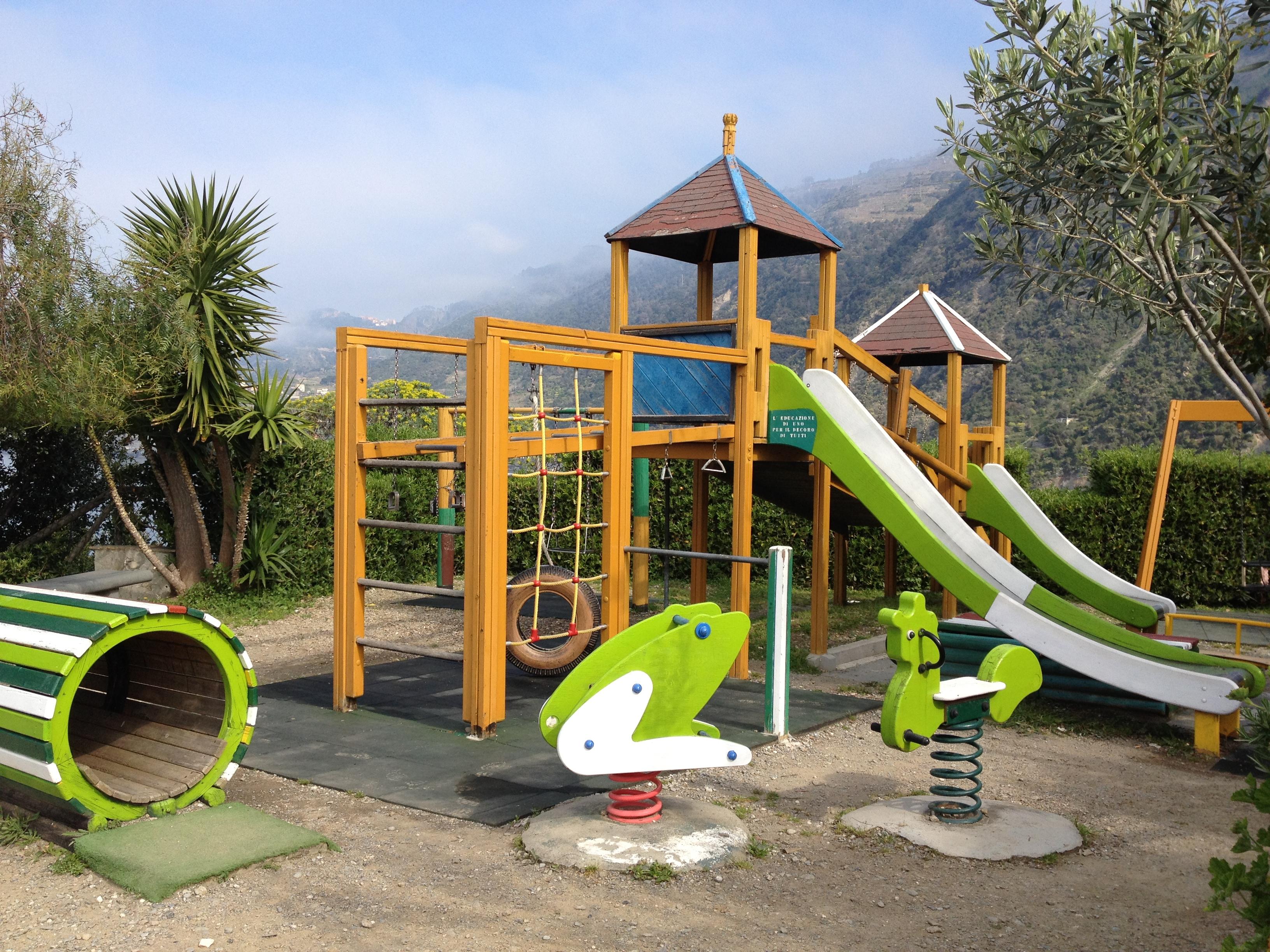 San Germano, choc vietato il parco giochi ai figli di chi non paga le tasse