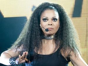 Janet Jackson dovrà operarsi alla gola ma non ha un tumore