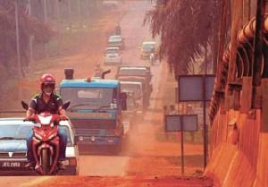 Kuantan-la-città-marziana-diventata-rossa-per-l-inquinamento-da-bauxite