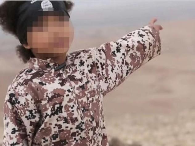 Isis-video-choc-bambino-di-4-anni-fa-esplodere-auto-con-4-prigionieri