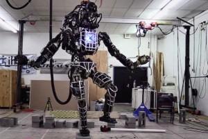 Atlas-il-robot-della-Boston-Dynamics-che-ha-le-sembianze-umane-ma-che-fa-paura