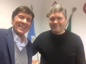 Scandicci-Gianni-Morandi-i-vigili-rimuovono-il-Suv-e-lui-scatta-un-selfie
