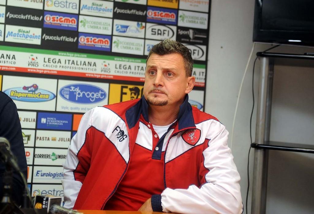 Andrea-Camplone-è-tornato-oggi-a-dirigere-gli-allenamenti-del-Bari-accolto-da-un-lungo-applauso