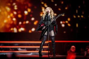 Madonna-a-Manila-per-il-vescovo-i-suoi-concerti-sono-opera-di-Satana