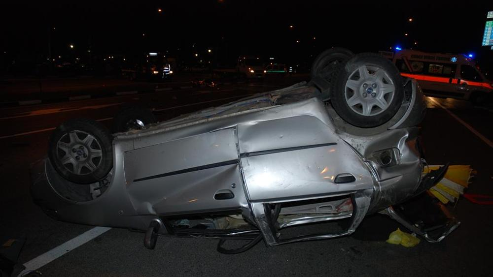 Torino, shock auto sbatte contro il palo di un semaforo morti tre giovani