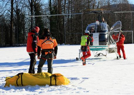 Maestro di sci di 37 anni sbatte violentemente il capo, morto sul colpo