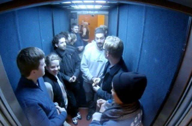 Shia-Labeouf-nuova-sfida-dopo-il-call-center-erotico-24-ore-chiuso-in-un-ascensore