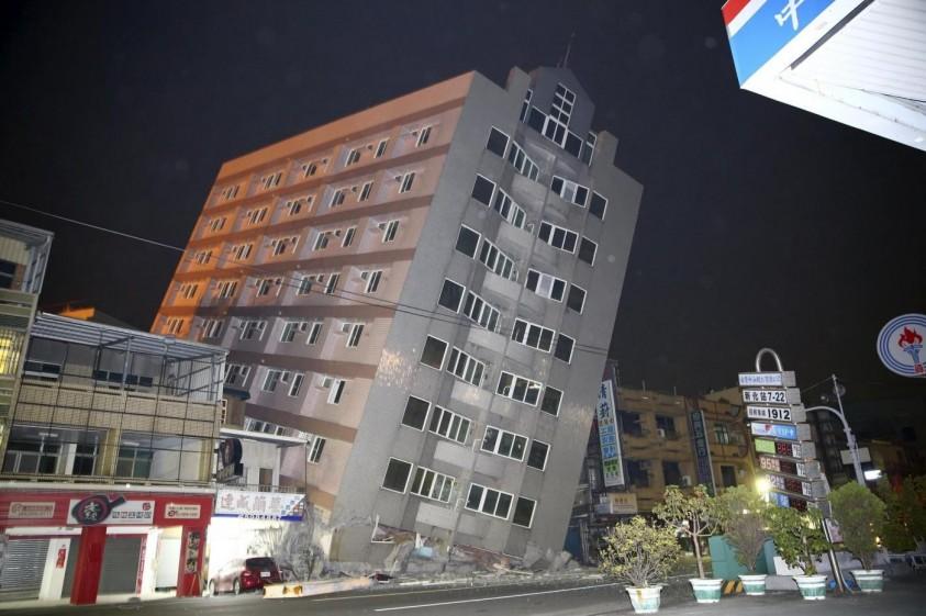 Terremoto a Taiwan, ultime notizie crollati molti palazzi, 24 sono i morti