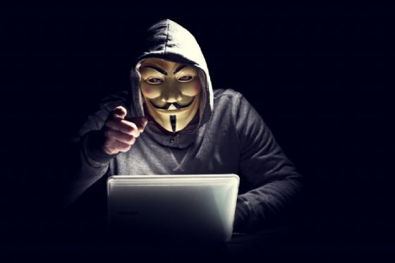 Udine, ha 16 anni l'hacker di Anonymous che violò i siti della sanità