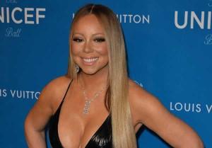 Mariah-Carey-mette-in-mostra-le-sue-curve-in-body-e-tacchi-a-spillo