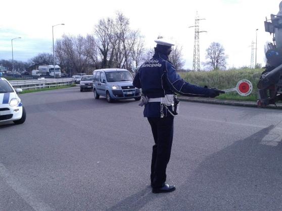 Modena-si-getta-dal-cavalcavia-camionista-muore-per-evitare-il-corpo