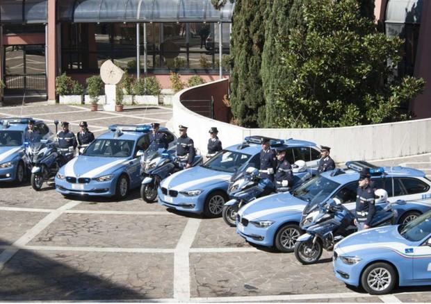 Polizia di Stato nuovo look la sua nuova flotta ha auto e moto della BMW
