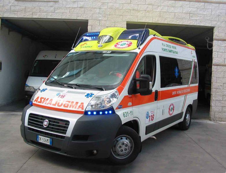 Bari, terribile incidente uomo percorre contromano la statale 16, un morto e due feriti