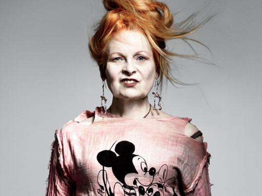 Sfilata Vivienne Westwood a Parigi, incidente sexy in passerella