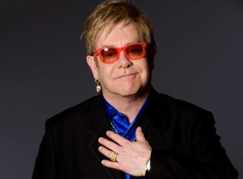 Elton John nei guai accusato dal suo bodyguard di molestie sessuali