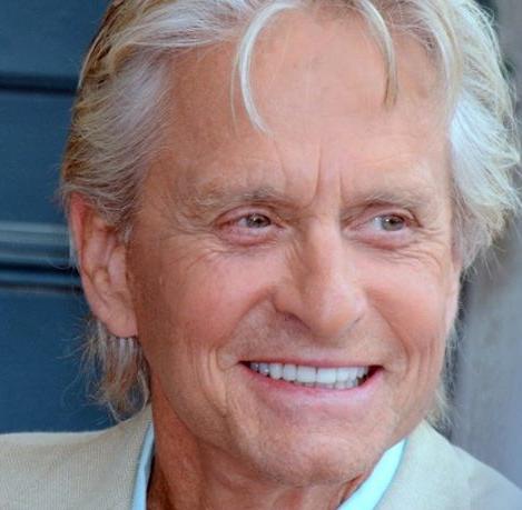 Michael-Douglas-sta-morendo-per-un-tumore-l-attore-smentisce-così