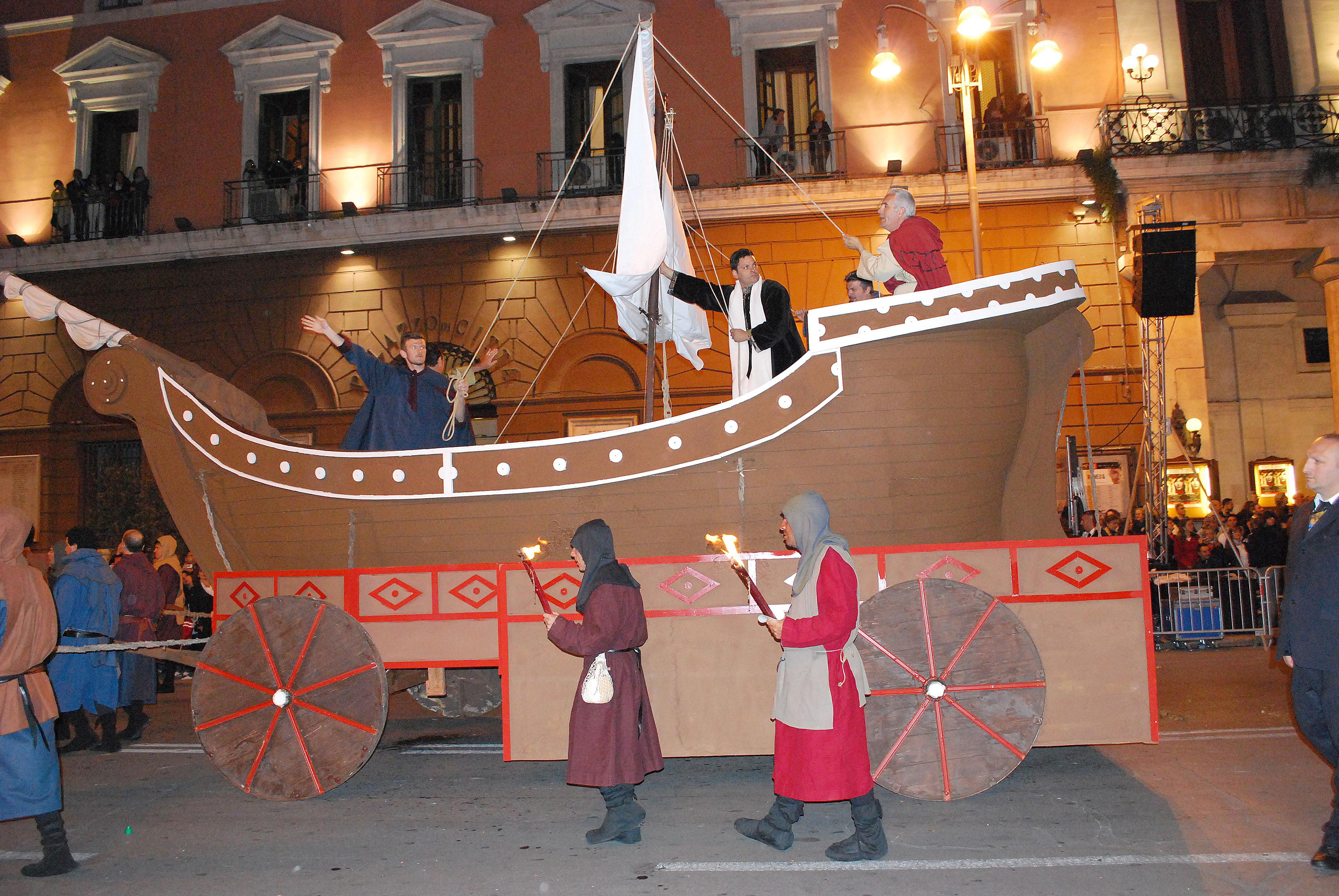 Bari, corteo di San Nicola molti in fila per la selezione dei figuranti