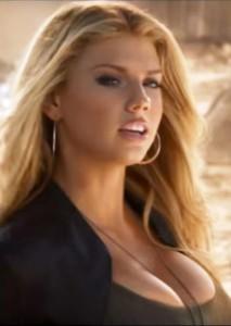 Baywatch, Charlotte McKinney è la bagnina sexy che prenderà il posto di Pamela Anderson