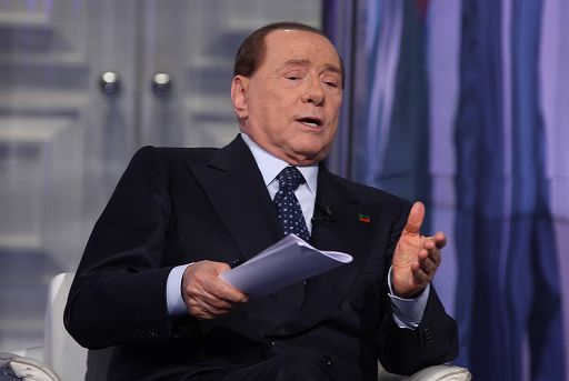 Referendum, Berlusconi soccorre Renzi, pronto a governo unità nazionale, l'ira di Salvini